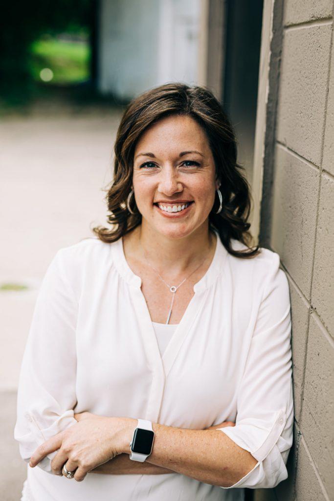 Dr Mariel Novacek